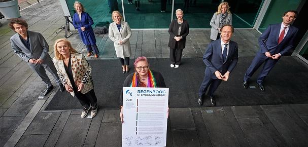 Lijsttrekkers tekenen Regenboog Stembusakkoord